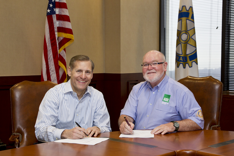 ShelterBox and Rotary International sign project partnership   (1/3)