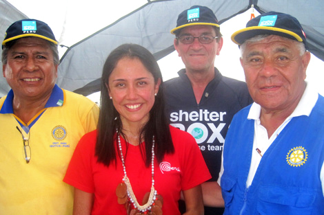 Peru's First Lady Nadine Heredia with SRT volunteer Derek Locke (US) and local Rotarians, May 2012.