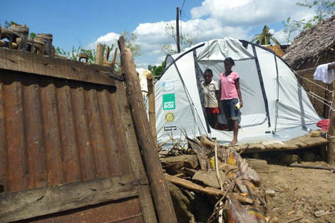 In March 2011, ShelterBox Response Team (SRT) member and Rotarian Peter Pearce (AU) was sent on deployment to storm-hit Madagascar. He was part of the second team in to deliver emergency shelter to families displaced in a southern area completely devastated by a cyclone. Having seen the desperate circumstances these families were living in, Peter wanted to do more for them upon his return to Australia.