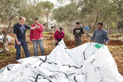 SRT Gerry de Vries (NL) instructs volunteers and refugees in Job Jannine, Bekaa, Valley, Lebanon