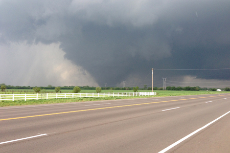 The Oklahoma tornado as it passed through the south of the city. Photos used with permission from Ks0stm, licensed under Creative Commons.