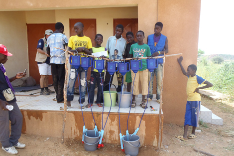 The Lifestraws in action, Niamey region, Niger, October 2013.