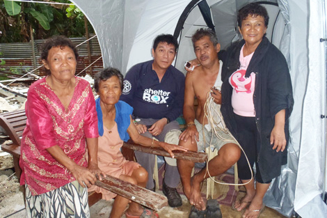 Lamberto and his family with SRT member Jose 'Sonny' Ongiko (PH)