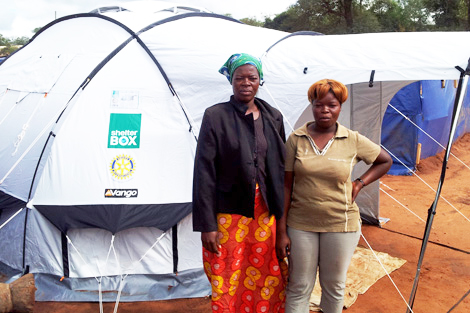 ZIMBABWE. 12 APR 2014. Mrs Zvirurami Mahora (left) and her 19 year old daughter Courage (right). (Sharon Donald/ShelterBox).