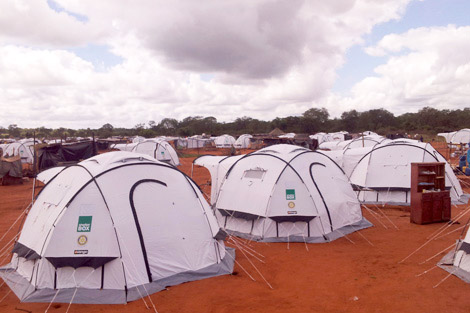 ZIMBABWE. 12 APR 2014. 805 ShelterBox tents have been set up in the Chingwizi camp. (Sharon Donald/ShelterBox).