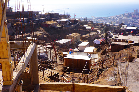 VALPARAISO, CHILE. 14 MAY 2014. Rebuilding underway in the hills. (Torstein Nielson/ShelterBox)