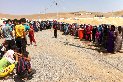 RAQ KURDISTAN. AUGUST 2013. Syrian refugees gather at camps in Iraq Kurdistan (Hunter Tanous/ShelterBox).