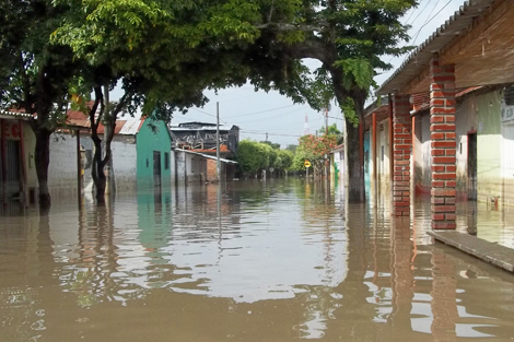 Colombia. May 2011. Heavy rains forced riverbanks to burst resulting in vast flooding across Colombia in 2011 (ShelterBox).