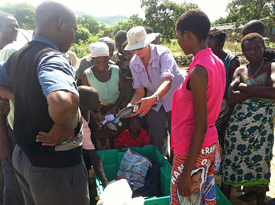 Image of Peita Demonstrating the contents of a ShelterBox to beneficiaries