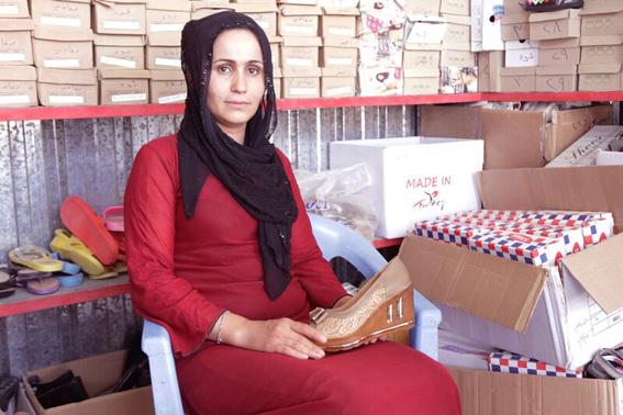 Iraq Kurdistan - Shoe seller