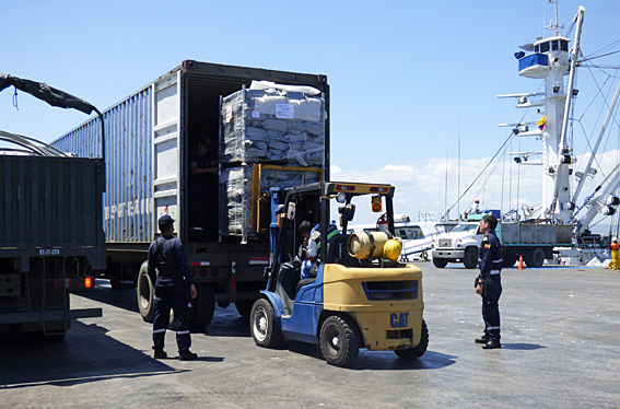 Shelter kits being loaded into a  truck at Manta docks May 2016